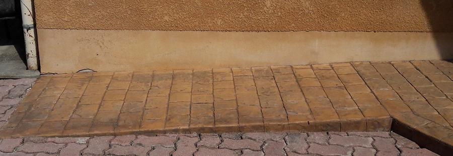 Rampe d'accès en béton imprimé réalisée par AG-Bat